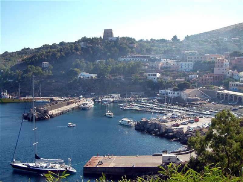 Trovato cadavere nel porto di Ustica, l'uomo era scomparso da giorni