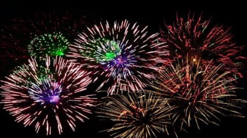 Natale e Capodanno senza botti, arriva l'ordinanza: vietati fuochi d'artificio e petardi. Multe fino a 5mila euro