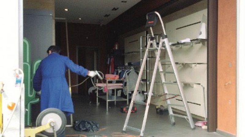 Assalto in megastore di Giarre: malviventi infrangono vetrina con una mazza