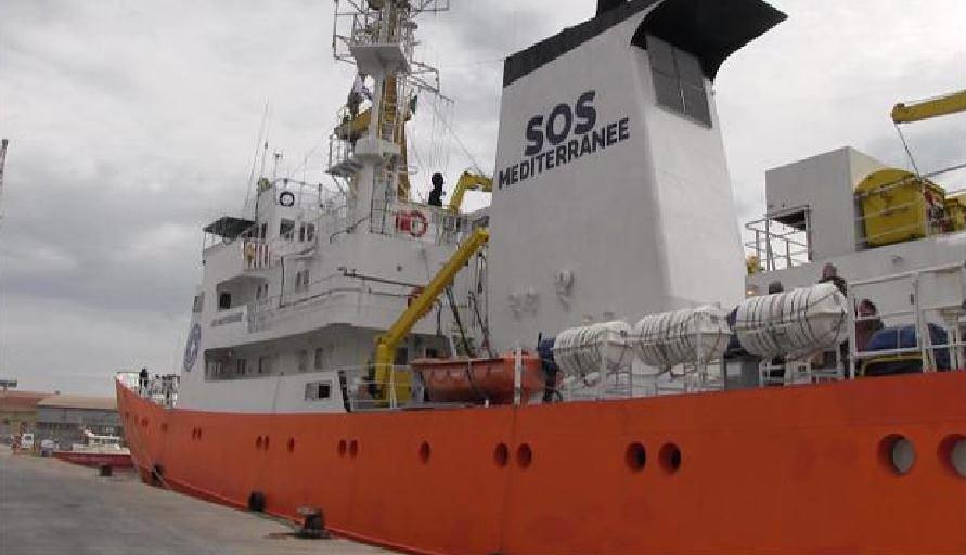 Novità sbarchi in Sicilia: gruppi antagonisti attaccano simbolicamente navi Ong