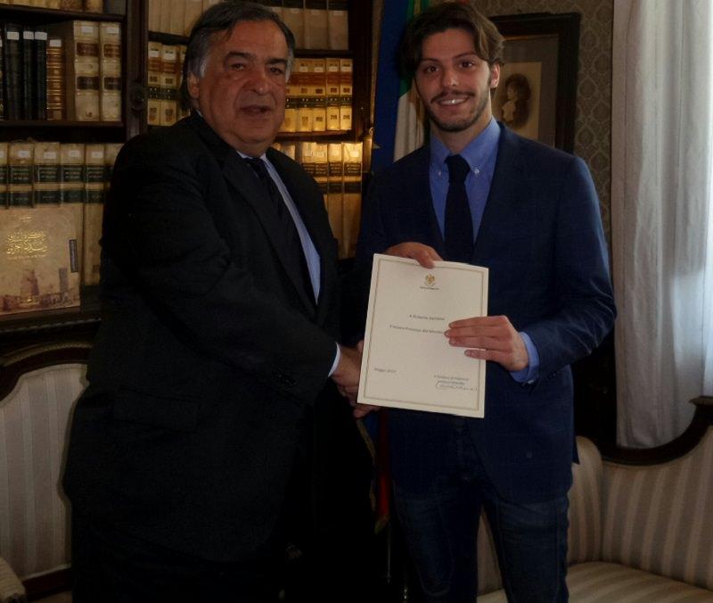 Palermo, Orlando consegna pergamena a studente che ha sventato una rapina