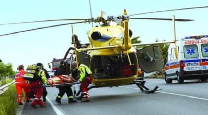 Scontro tra due auto nel Catanese, 3 feriti: ragazza in elisoccorso all'ospedale Cannizzaro