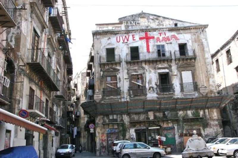 Duro colpo al traffico e allo spaccio di droga nel quartiere Kalsa: in manette diversi malviventi