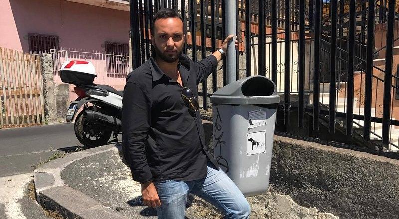 Installato cestino deiezione cani a S. G. Galermo grazie a una raccolta firme dei residenti