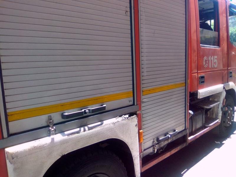 Fumo e fiamme nel Catanese, a fuoco un supermercato in corso Carlo Marx: vigili del fuoco sul posto