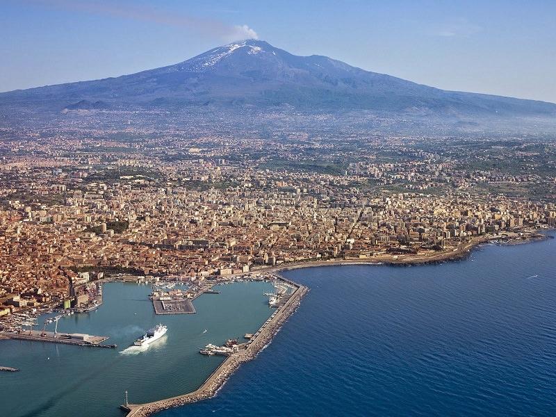 L'Etna e la sua bellezza, nasce un App di segnalazione contro l'abbandono abusivo dei rifiuti