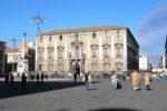 """Catania, protesta in piazza Duomo degli ex dipendenti SENECO: """"Non abbiamo ricevuto alcuni stipendi"""""""