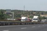 Gravissimo incidente lungo la Tangenziale di Catania: auto cappotta e finisce fuori strada