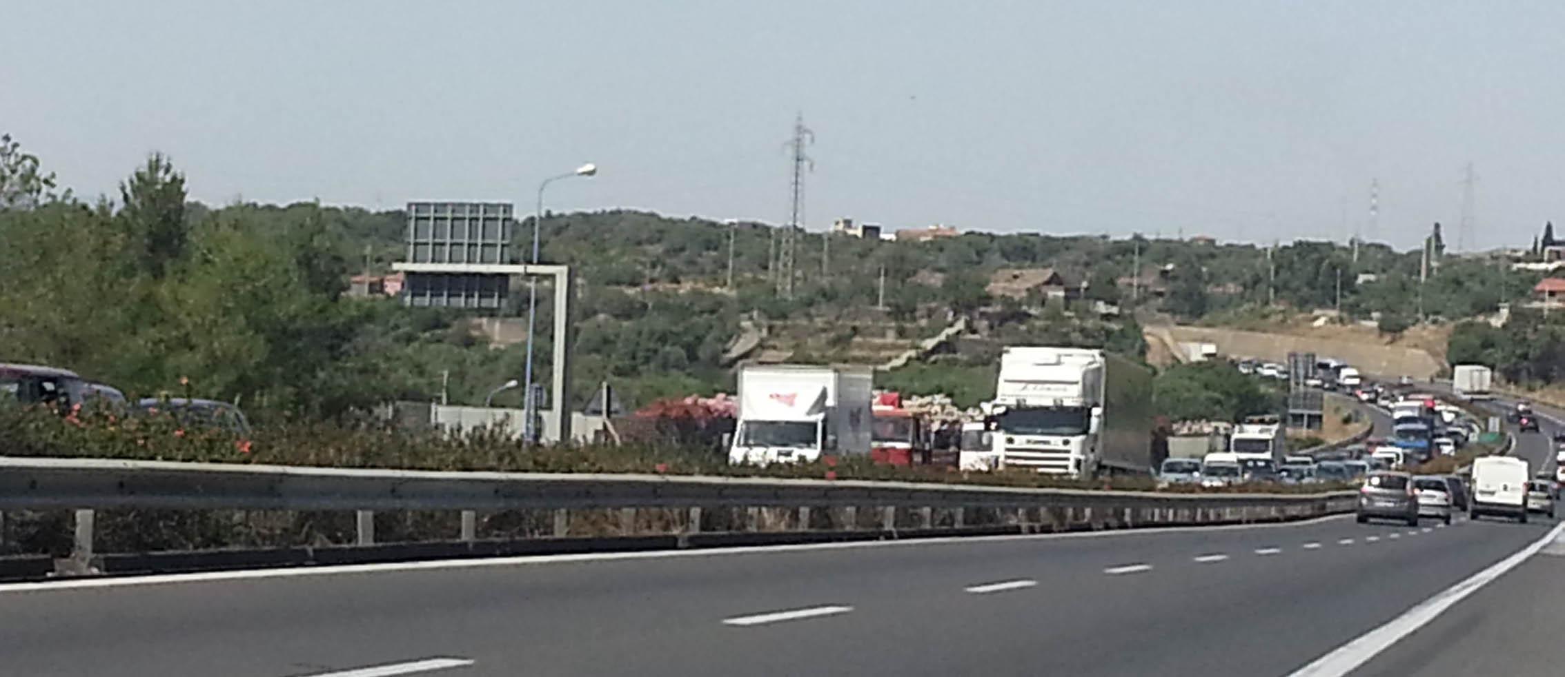 Oltre 20 km di coda sulla tangenziale di Catania: gravi disagi per i pendolari$