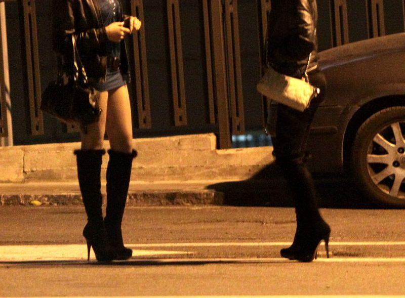 """Posti di blocco, due giovani fermati di notte: """"Stiamo cercando prostitute"""", sanzionati"""