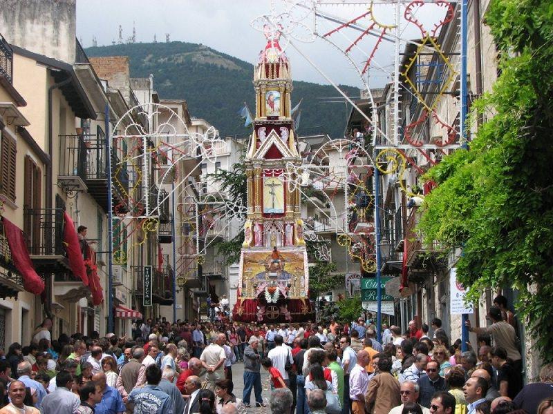 Furto in casa mentre seguono la processione: ladri mettono a segno colpo da 4mila euro