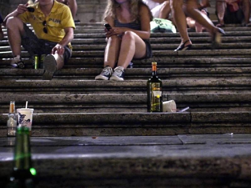 """Blitz in diversi pub della movida catanese: """"shottini"""" a minori di 18 anni, sanzionati i titolari"""