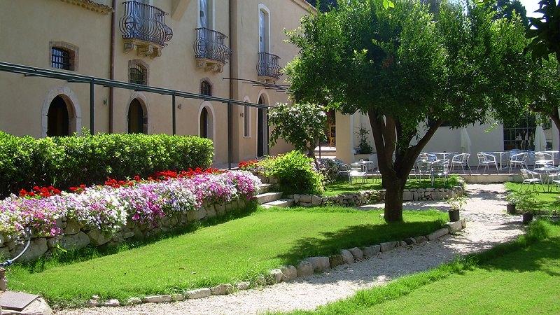 """Centro Babilonia festeggia i suoi 25 anni come """"ambasciatore di Taormina"""""""