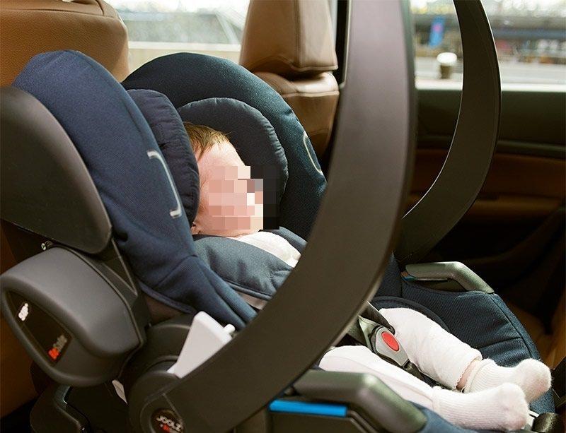 Si reca al lavoro ma dimentica in auto la figlia: morta una bimba di un anno e mezzo