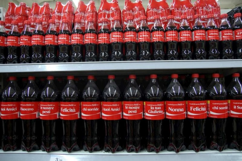 """Sibeg, l'azienda che imbottiglia Coca Cola in Sicilia contro il Governo: """"Ora dovremo spostare impianti in Albania"""""""