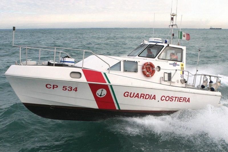 Disagi per il maltempo, mancano i farmaci: guardia costiera affronta il mare agitato e rifornisce Linosa