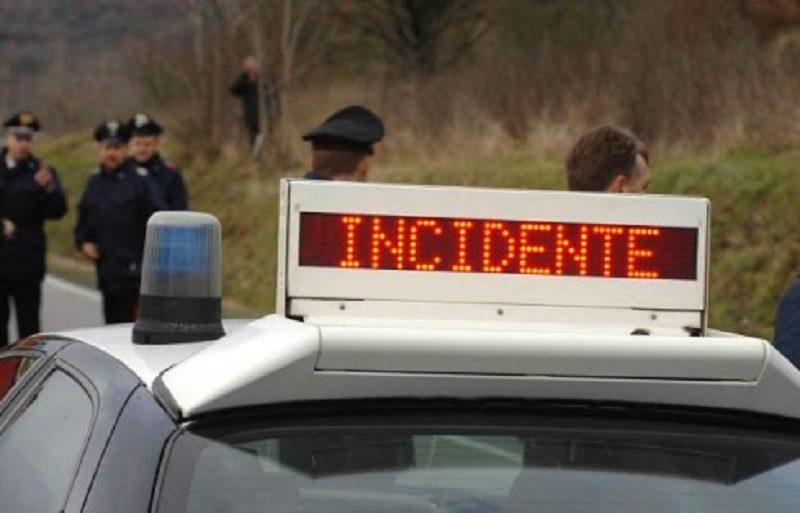 Terribile incidente sulla CT-SR: perde il controllo dell'auto, un morto e un ferito