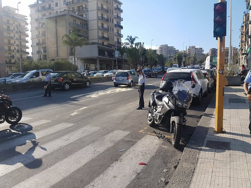 Scontro tra auto e moto in via Vincenzo Giuffrida: feriti i conducenti