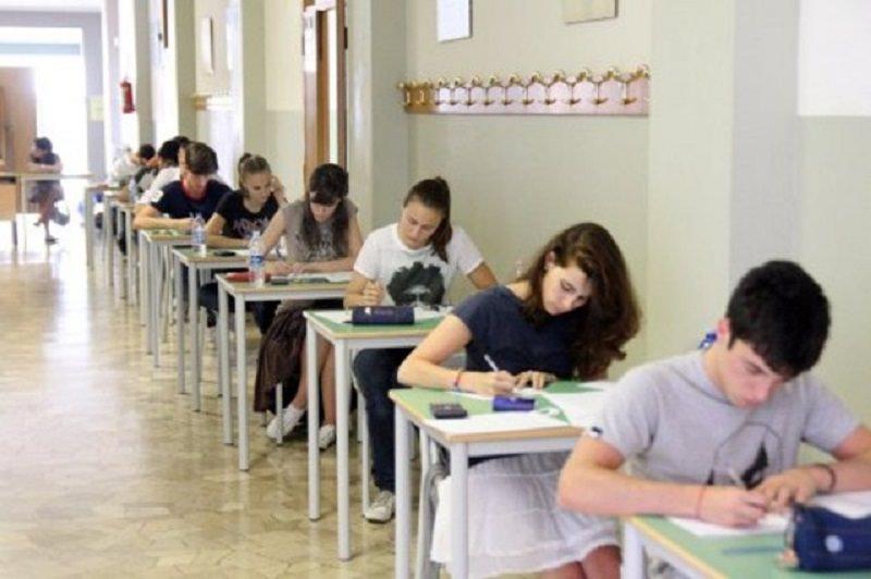 Esami di Stato, Maturità e terza media in presenza: unica prova orale. Modalità e date