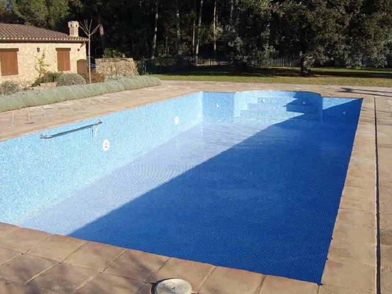 Giallo nella villa dell'ex senatore Pietro Pizzo, trovato cadavere in fondo alla piscina vuota