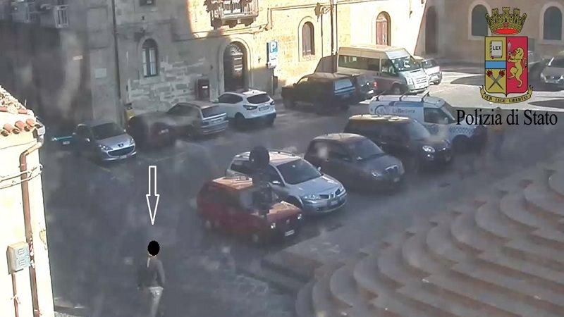 Taglia i freni dell'auto della moglie e cerca di farla guidare: scatta il divieto di avvicinamento per un 48enne