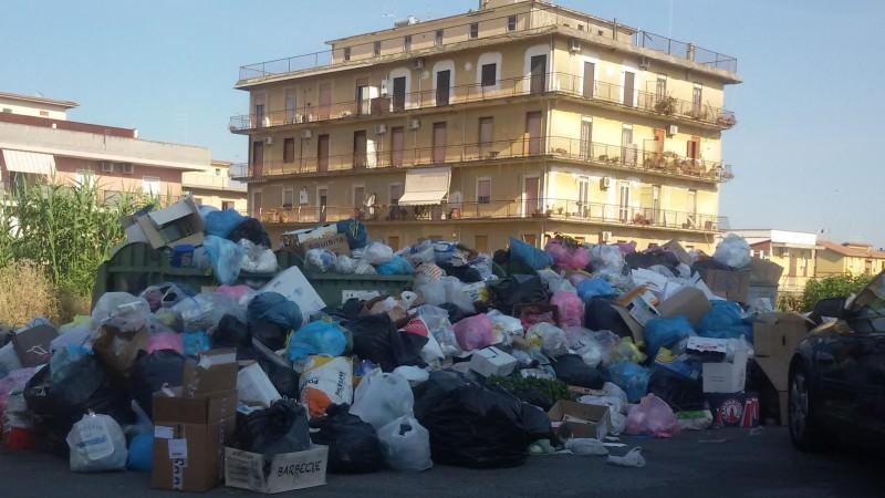 A Lentini ora è davvero emergenza rifiuti