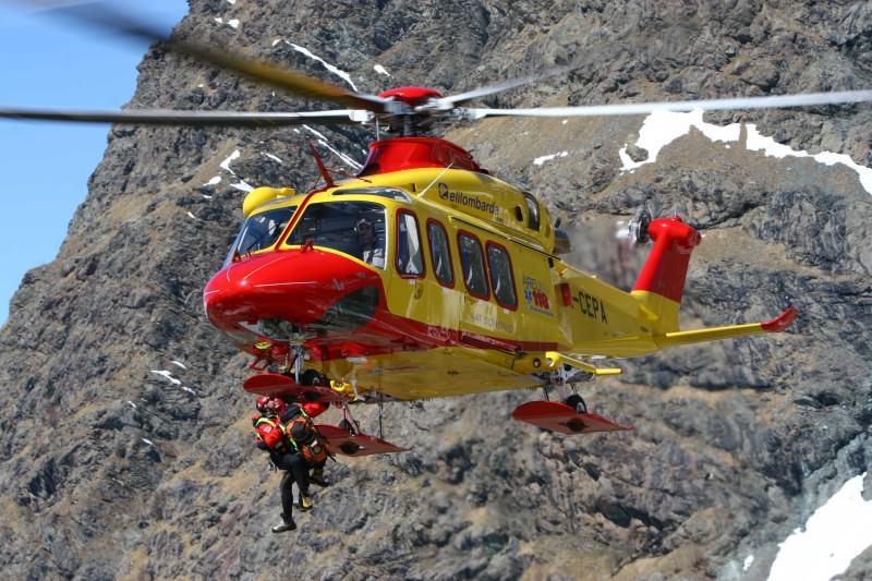 Incidente a San Giorgio, cinque giovani contro un albero: feriti gravi, uno in elisoccorso