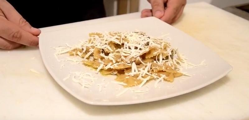 Farfalle con zucchine fritte e ricotta salata