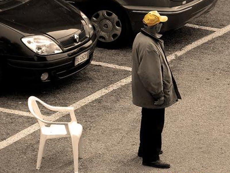 Catania, nuovo colpo ai parcheggiatori abusivi: avviso di conclusione indagini per altri 12, i dettagli