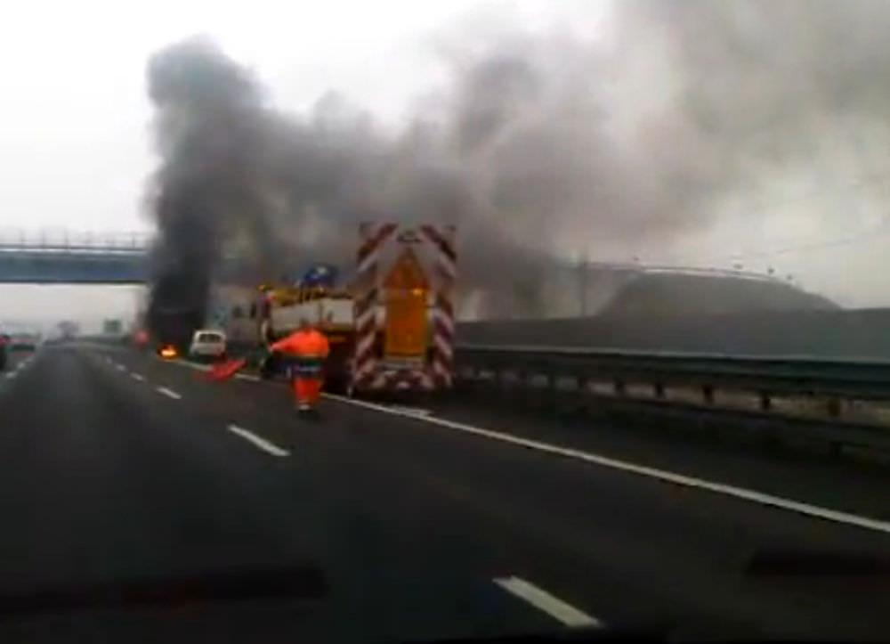 Incendio nel Catanese, traffico bloccato lungo la Statale 417: deviazioni in entrambe le direzioni