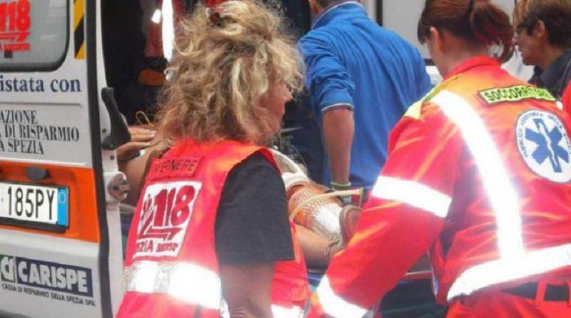 Furgone si ribalta sull'autostrada A20: conducente trasportato in ospedale. Traffico in tilt