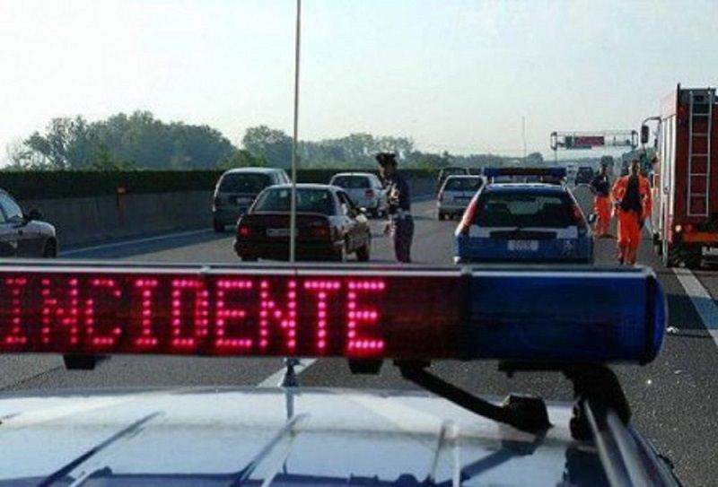 Incidente sull'autostrada A29 Palermo-Mazara: auto contro il guardrail