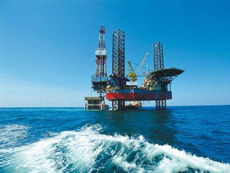 Continua la folle corsa al petrolio nella terraferma e nei mari: bandiera nera a Eni ed Edison