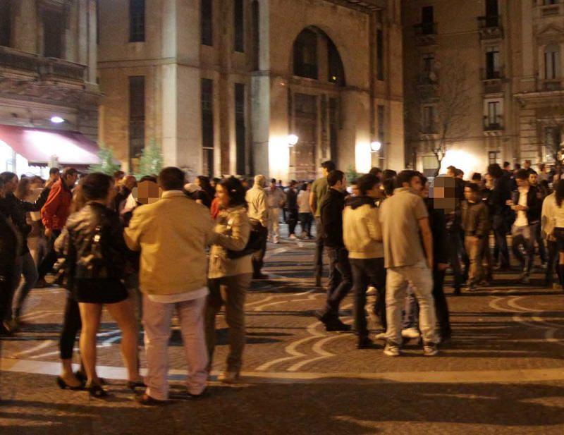 Catania, tentata rapina in piazza Teatro Massimo: ragazzo accoltellato, è grave
