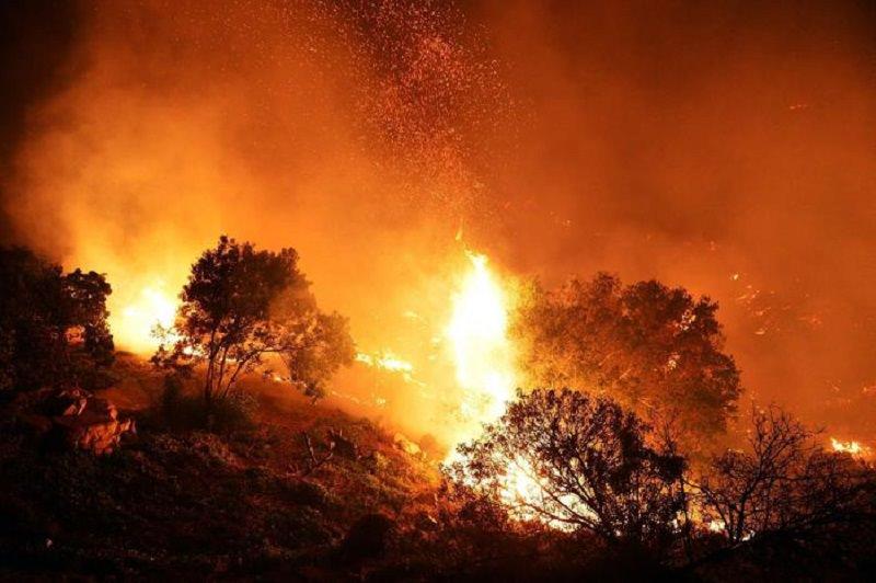 Viagrande brucia, Monte Serra ancora in fiamme: continua l'emergenza incendi nel Catanese