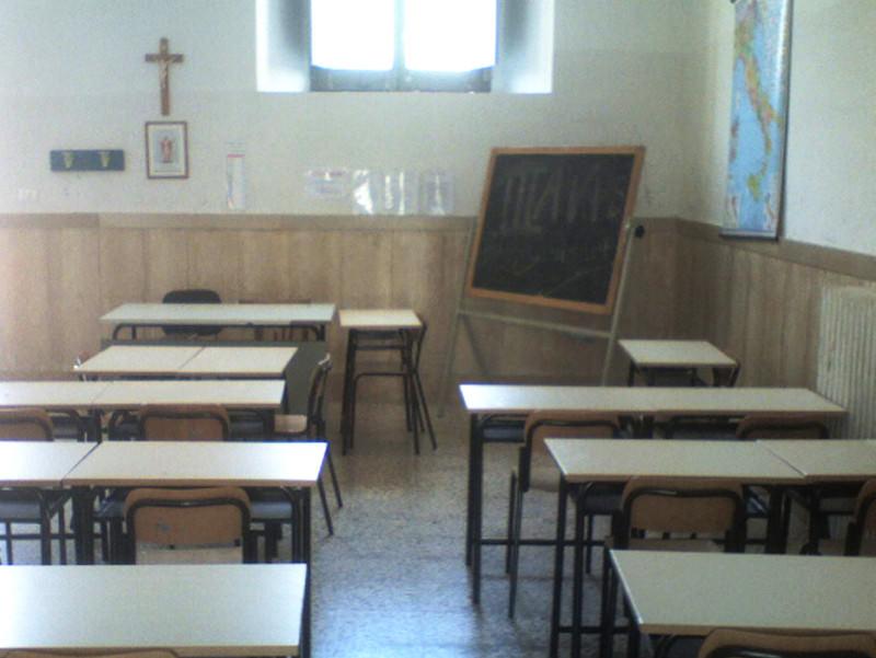 Palermo, presunti apprezzamenti a un'alunna di 15 anni: professore finisce nei guai