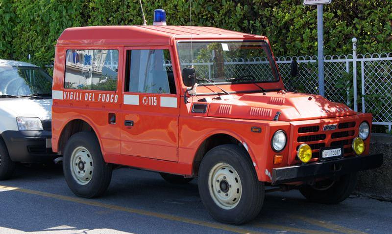 L'emergenza incendi non abbandona Catania, fiamme alte in diverse aree: gli interventi dei vigili del fuoco