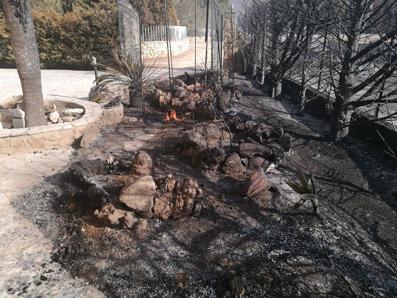 Incendio a Castellammare: cittadini intossicati, tre edifici distrutti dalle fiamme