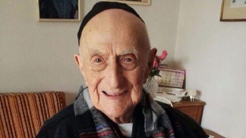 """La dura legge dell'Olocausto e il """"bar mitzvah"""" con un secolo di ritardo: morto l'uomo più vecchio del mondo"""