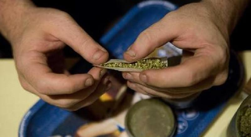 In tasca marijuana per uso personale, segnalato 27enne del Catanese: scatta anche la sanzione