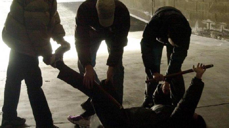 Era scappato dal centro di accoglienza, ma prova a rientrare: negato l'ingresso, aggredisce gli agenti