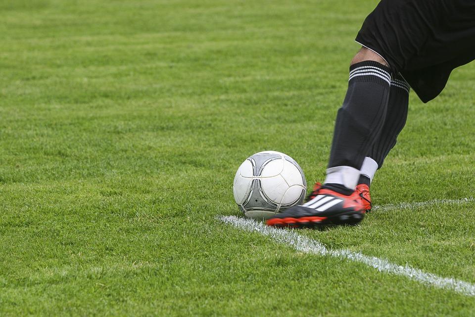 """Dà del """"terrone"""" all'arbitro durante partita di calcio: Daspo per allenatore"""