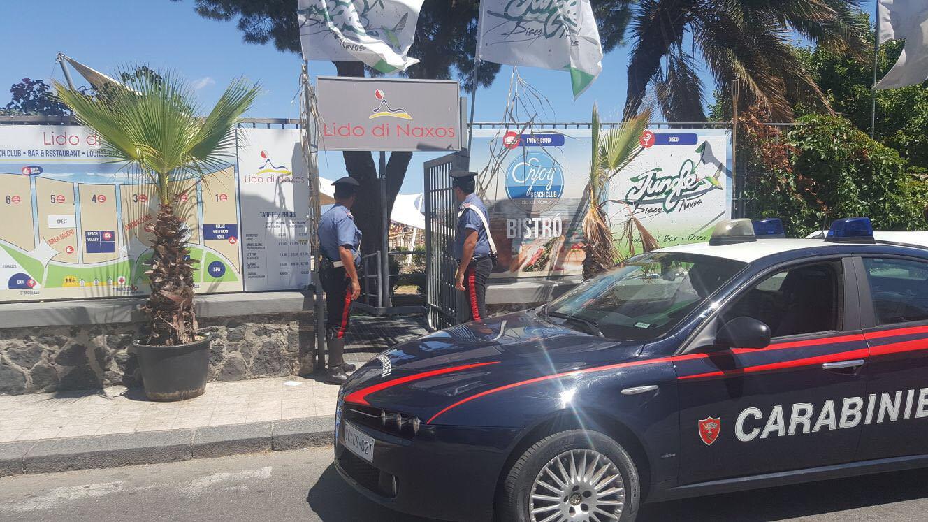 Furto al Lido di Naxos: beccati in flagrante 6 giovani e 2 minori