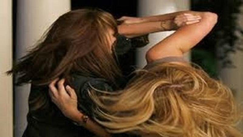 Furibonda rissa per mancata pulizia della casa: botte e capelli strappati tra coinquiline
