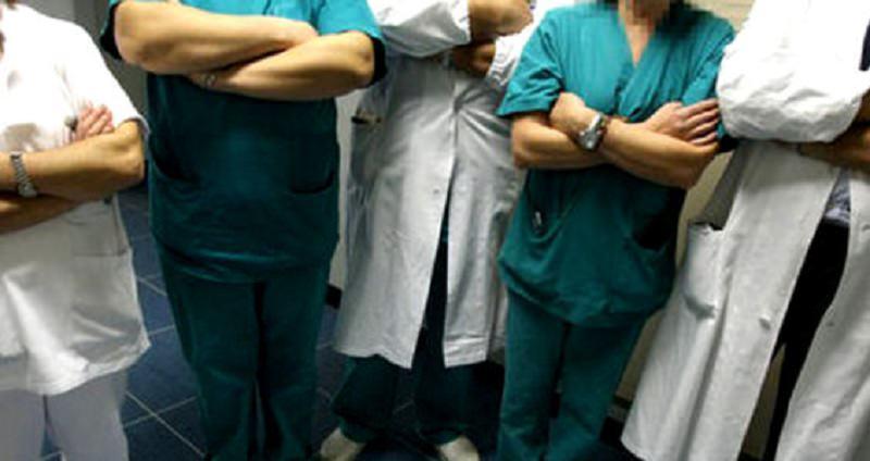 """""""Esercito"""" di parenti di un paziente si scaglia contro sanitari, Anaao: """"Nessuna sicurezza, denunceremo inadempienze"""""""