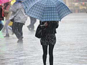 Meteo, tempo instabile nel Catanese: forti temporali, strade allagate e trombe d'aria