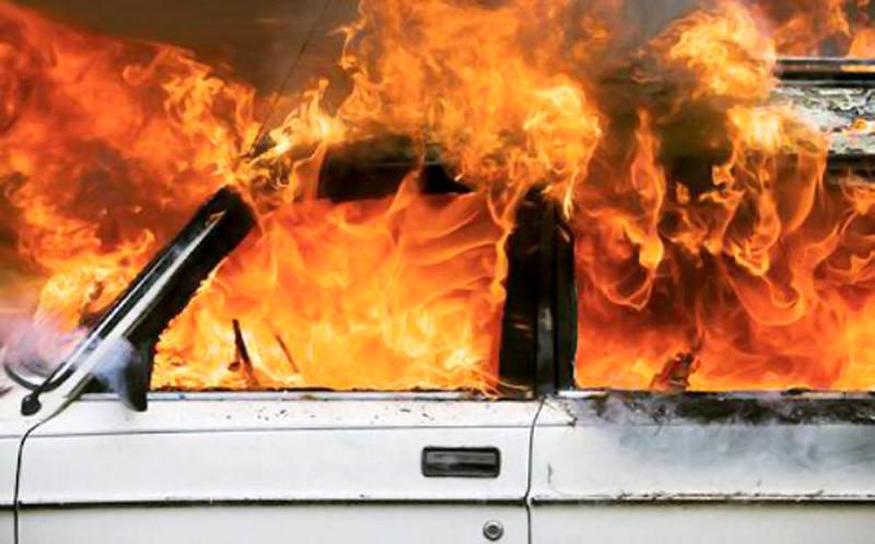 Niente alloggio popolare, incendia l'auto del sindaco: arrestato