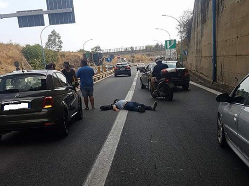 74d7a6c11a Centauro perde il controllo e cade sull asfalto  paura in Viale Mediterraneo