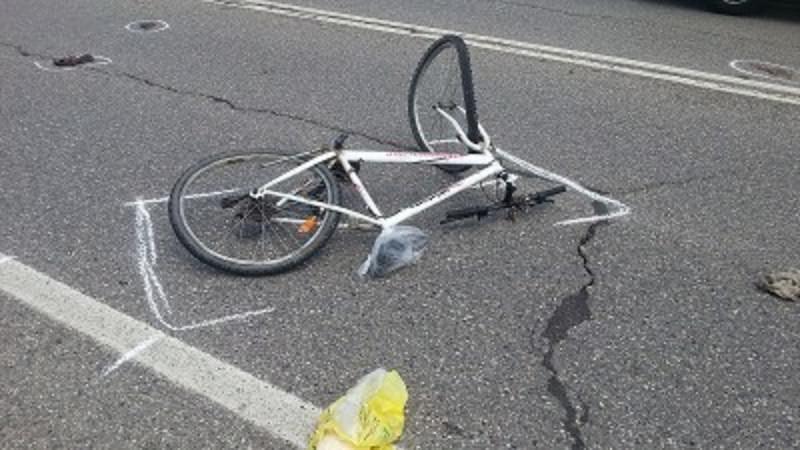 Due ciclisti travolti da un'auto vicino allo stadio, uno di loro è grave