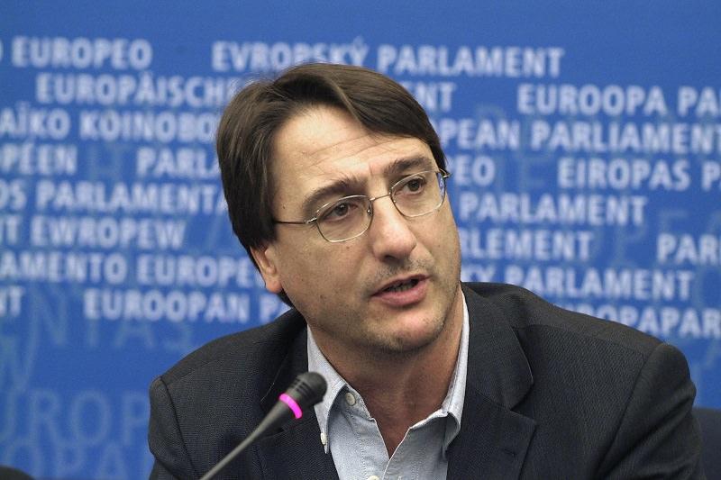 Intimidazione a Claudio Fava: cravatta tagliata in ufficio per il presidente della Commissione Antimafia
